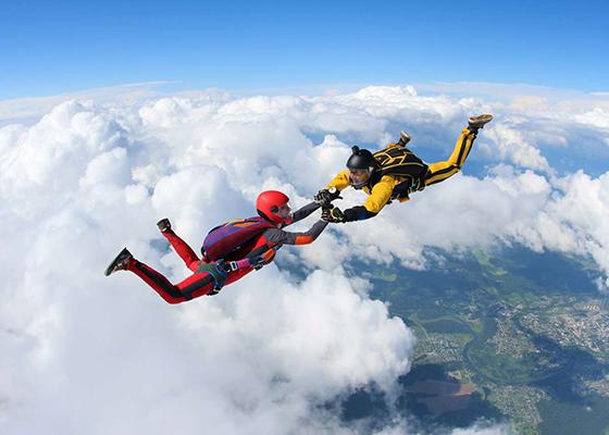 skoki spadochronowe szkoła skoków spadochronowych kraków kraksy