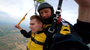 skoki na spadochronie kraków 89